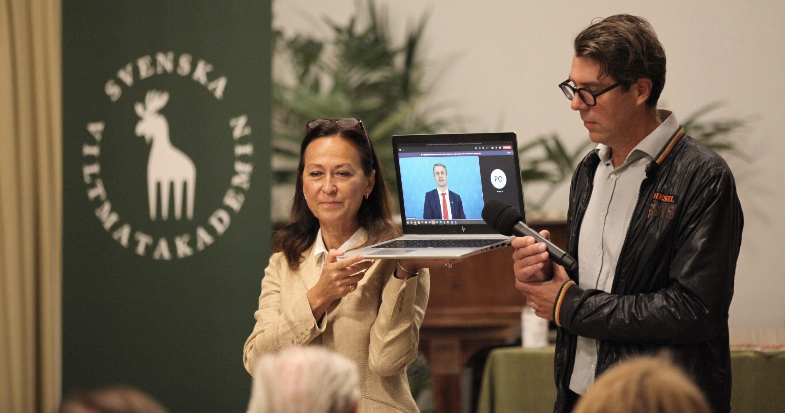 Katarina Klingspor, med näringsminister Ibrahim Byalan.